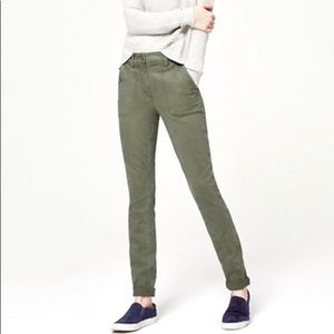 LOFT relaxed skinny green cargo pants size 0P